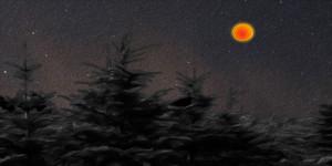 Lumière particulière rouge/orangée dans le ciel de La Tuque